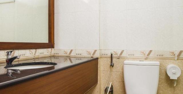 Executive_Bathroom_(1)