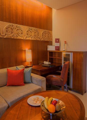 1_bedroom_apartment_desk