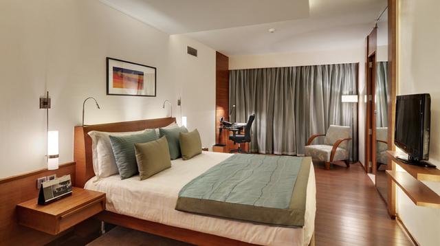 Pool_View_Room