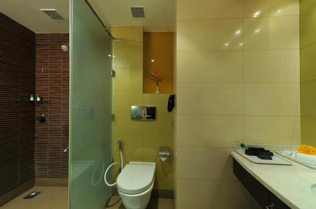 Bathroom_-_Deluxe