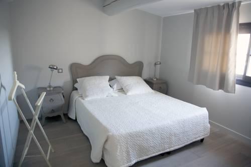 Book Duplex Avec Terrasse Tropezienne Hotel in Pézenas & Get Best ...