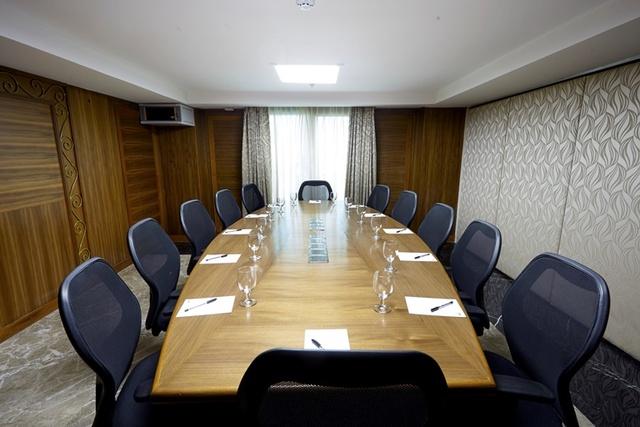 Banq_Big_Board_Room