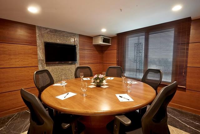 Banq_Mini_Board_Room