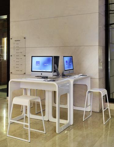 Web_corner_on_Apple_iMac